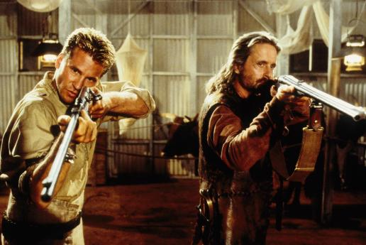 still-of-michael-douglas-and-val-kilmer-in-the-ghost-and-the-darkness-1996-large-picture
